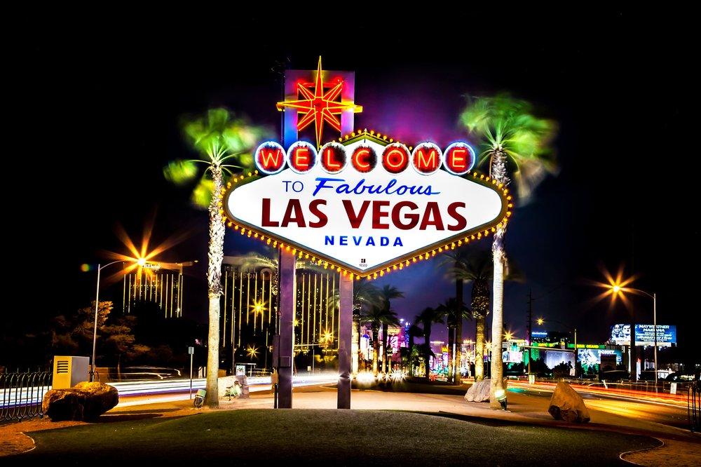 las-vegas-sign-at-night-596570141-592d94915f9b585950c6effa.jpg