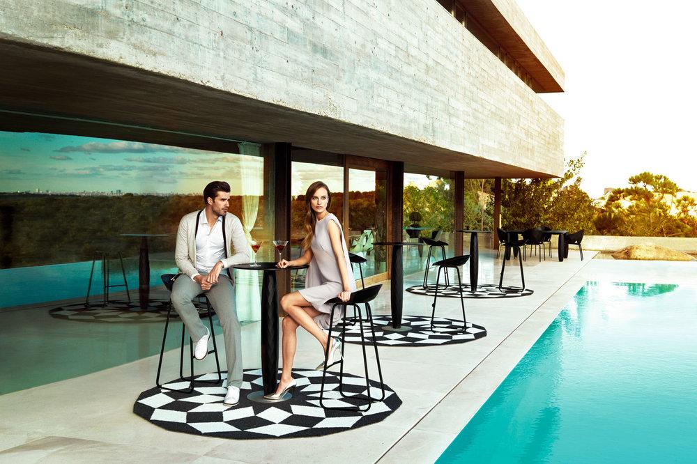 hospitality-design-furniture-bartable-barstool-vases-josemanuelferrero-vondom.jpg