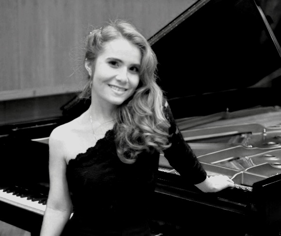 Emily Hayes - piano   Emily Hayes began studying classical piano at age 5, and she had her piano concerto debut performance at age thirteen with the Northstate Symphony. Emily has over 9 years of private teaching experience and enjoys sharing her love of music through teaching. When not teaching, Emily continues to focus on furthering her own musical education. She earned her BM in piano performance at USC's Thornton School of Music under the instruction of Vice Dean of Classical Performance and Composition, Dr. Lucinda Carver, and she is currently pursuing her Master of Music degree in piano performance there as well.