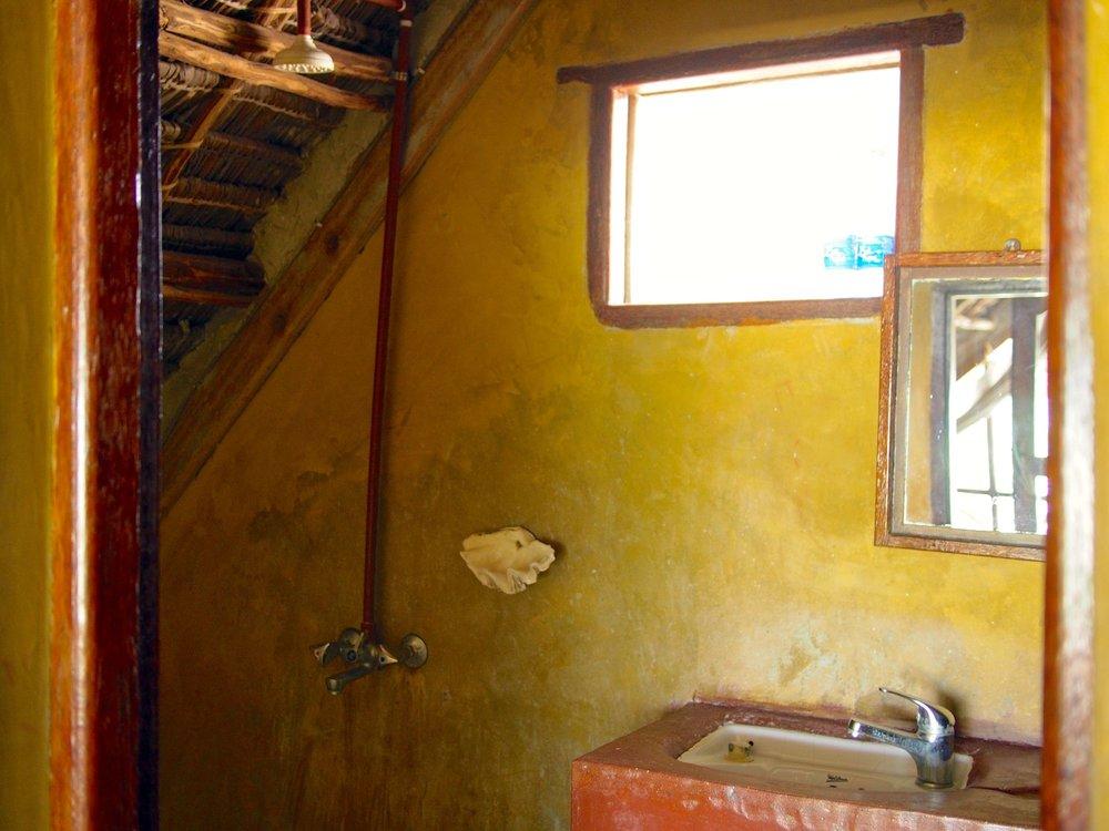 beach-banda-1-bathroom-1.jpg