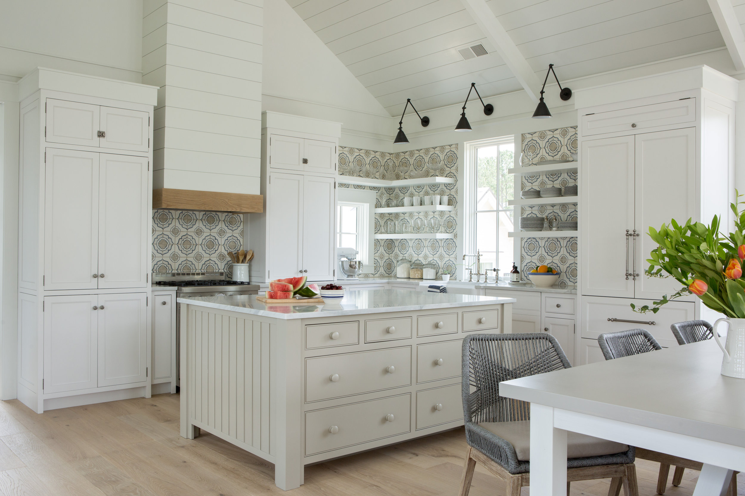 Modern farmhouse kitchen with coastal style and shiplap walls. Coastal Cottage Interior Design Inspiration - Part 1 {Get the Look!} #kitchendesign #modernfarmhouse #shiplap #coastaldecor