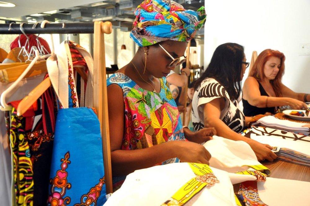 ONU Brasil    Refugiados concluem formação em empreendedorismo e apresentam negócios no Rio