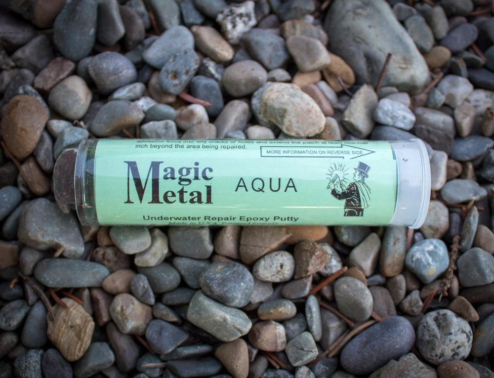 - Magic Metal™ AquaUnderwater Repair Epoxy Putty repairs anything made of fiberglass. Patch dings, scratches, cuts & holes. Repair decks, hulls, fittings, tanks, pools, gutters & more. Bonds to fiberglass, metal, wood, concrete, ceramics, glass &many plastics.