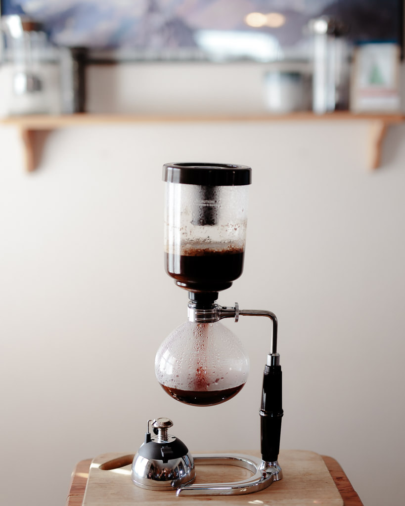 pressure draws water down in siphon brewer