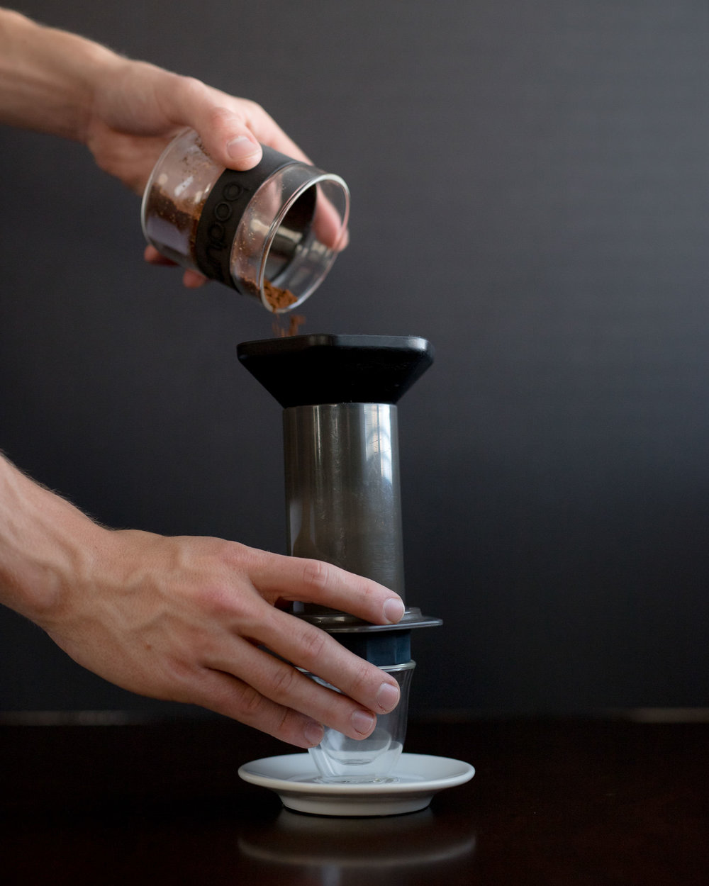 Add 20g of finely ground coffee to the Aeropress