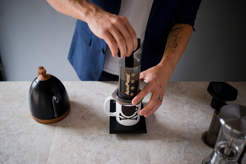 Stir the Aeropress coffee to agitate
