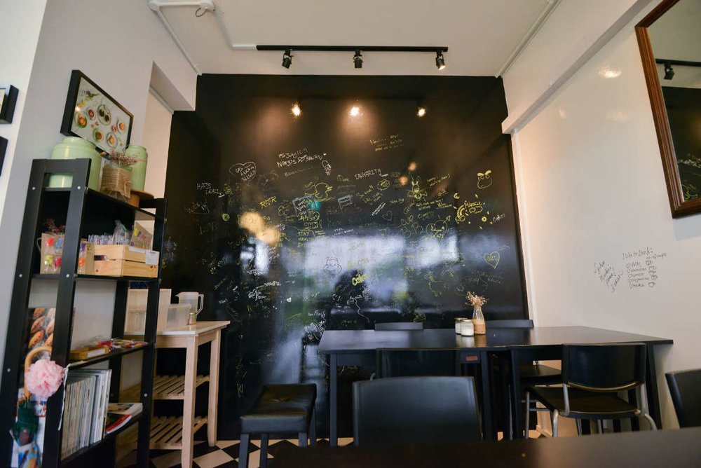 Bloomsbury Bakers - With dry erase IdeaPaint Pro-White and Clear wall finishes, its customers create their own chill at this cafe.