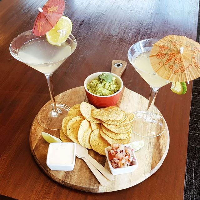 Happy Sunday! Today's specials to accompany our afternoon of music on the deck is guacamole, corn chips, salsa, sour cream with your choice of 2 margaritas or 2 coronas 🍹  Come join in the fun —— bar is open now and music starts at 2pm 🎤