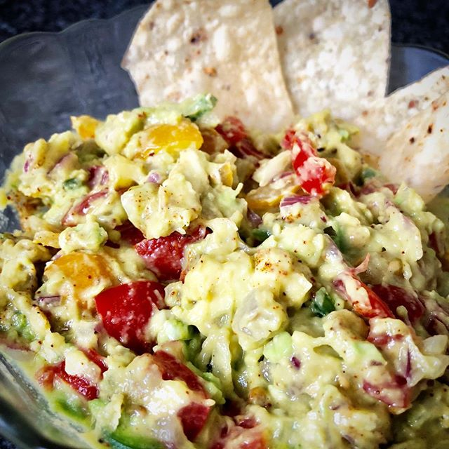 Finished product. Check out story highlights for Classic Chunky Guac Recipe! . . . #hot #spice #yum #guac #chile #jalapeno #avocado #love #live #eat #dip #chips #healthy #healthyfat #choice #crunch #fresh #nyc #create #mix #enjoy