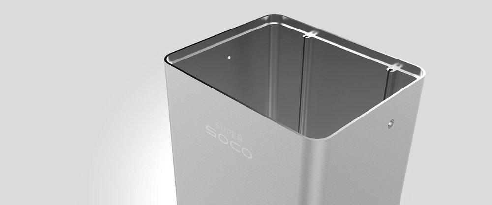 ....Robust förvaring..Robust case..Robust case..Robust case..Robust case.... - ....Batteriet i super soco är tillverkat av extra lätt och robust flygplansaluminium, samma som för flygindustrin. Med ca 11 kg är batteriet lätt att bära med sig för laddning, men det kan även laddas direkt i mopeden...The high quality Lithium-Ion cells of Super SOCO deserve to be protected properly. Therefore the battery's case is made of extra light and robust Aluminum, same as used for the aircraft industry. With just about 11 kilograms the battery is easy to carry and can be taken out of the SOCO and transported comfortably...The high quality Lithium-Ion cells of Super SOCO deserve to be protected properly. Therefore the battery's case is made of extra light and robust Aluminum, same as used for the aircraft industry. With just about 11 kilograms the battery is easy to carry and can be taken out of the SOCO and transported comfortably...The high quality Lithium-Ion cells of Super SOCO deserve to be protected properly. Therefore the battery's case is made of extra light and robust Aluminum, same as used for the aircraft industry. With just about 11 kilograms the battery is easy to carry and can be taken out of the SOCO and transported comfortably...The high quality Lithium-Ion cells of Super SOCO deserve to be protected properly. Therefore the battery's case is made of extra light and robust Aluminum, same as used for the aircraft industry. With just about 11 kilograms the battery is easy to carry and can be taken out of the SOCO and transported comfortably.....