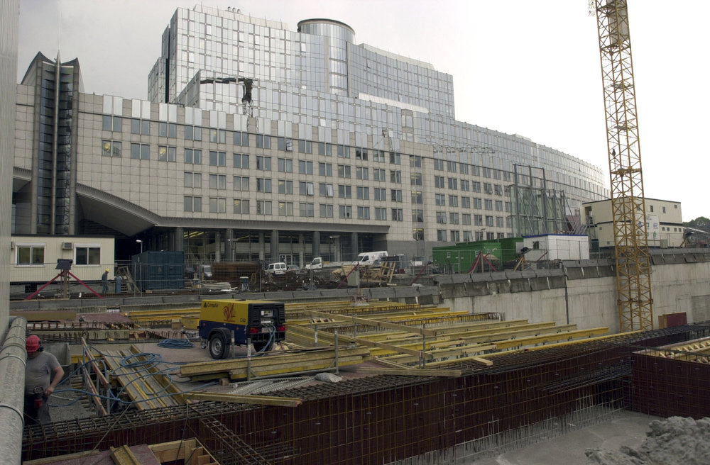 Building_site_at_the_European_Parliament_in_Brussels_Luxembourg_station_and_JAN_Building_2953 X 1937 Inch_13.jpg