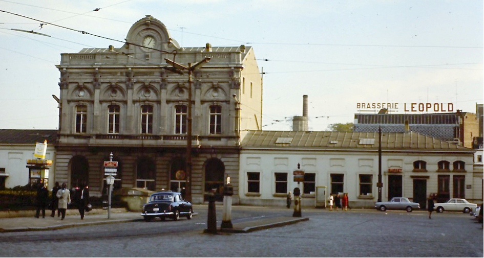 The Brussels-Luxembourg Station entrance with Brasserie Leopold behind circa 1970  (Source: European Parliament Multimedia Centre)