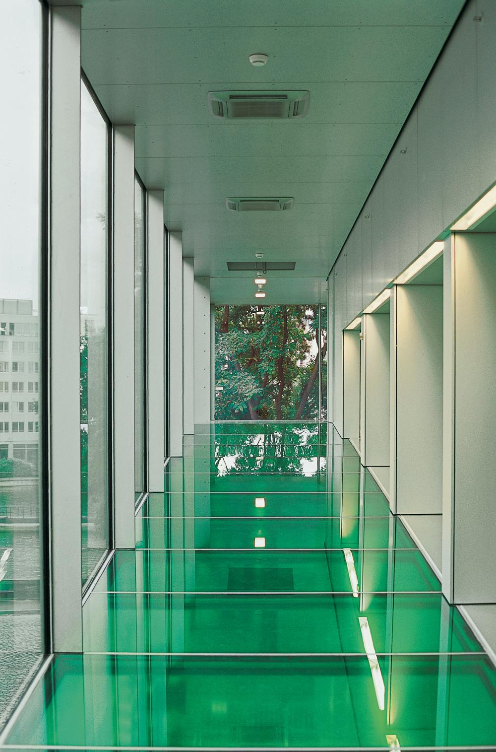 The cantilevered walkway as seen from inside (Source: Office for Metropolitan Architecture)