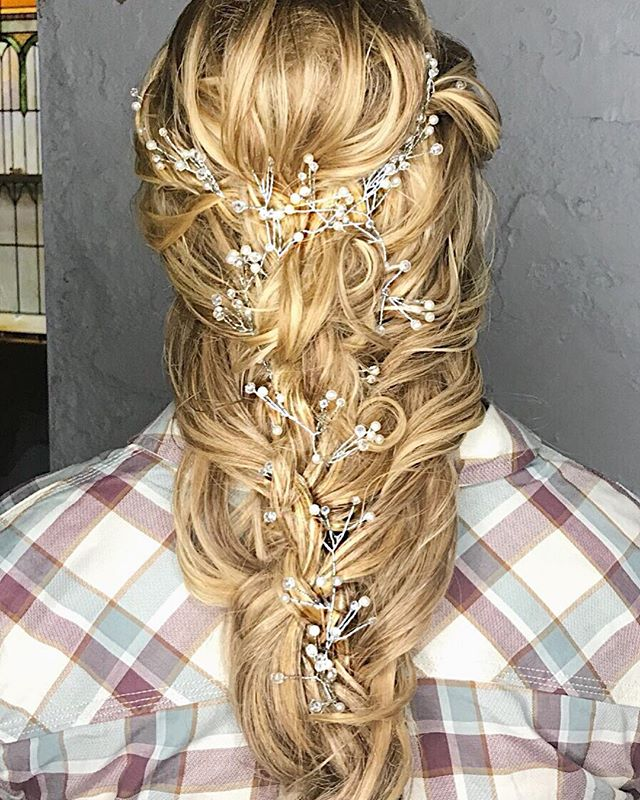Gorgeous wedding style from this weekend! Stop in and see us for all your hair needs! ✂️ #houseofstylecc #longhair #hairstyles #weddinghair