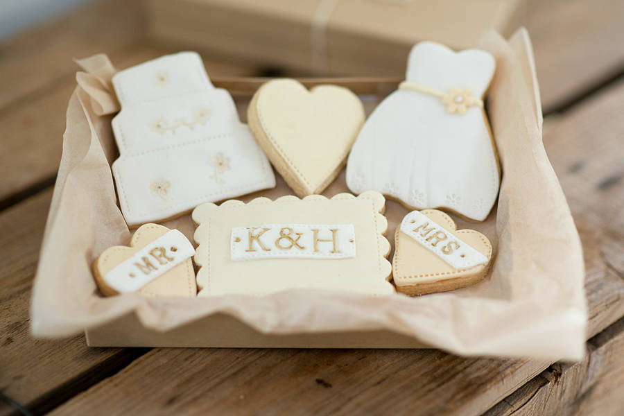 original_bride-and-groom-wedding-cookie-gift