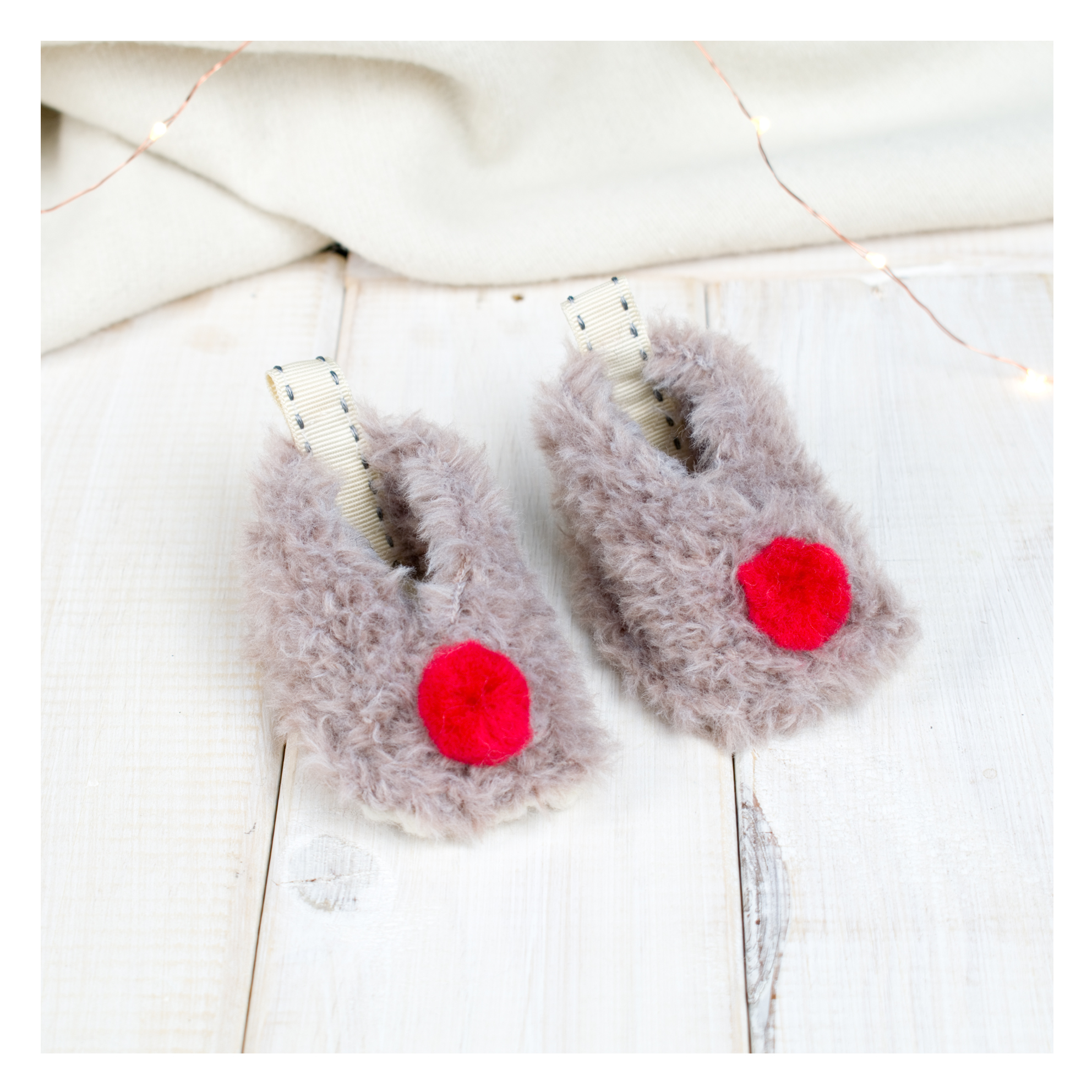 Chi-Chi-Moi-Personalised-Reindeer-Pom-Pom-Baby-Booties