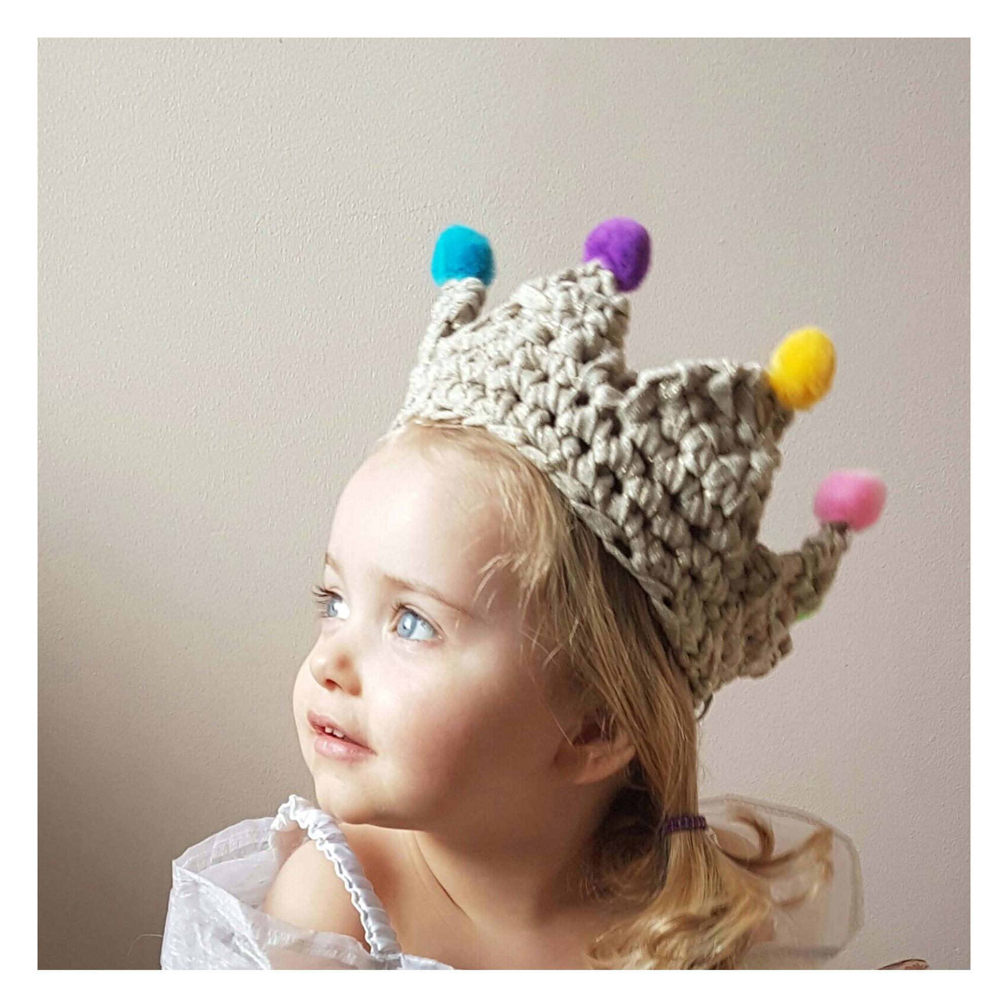 Chi-Chi-Moi-Pom-Pom-Crown-Gold
