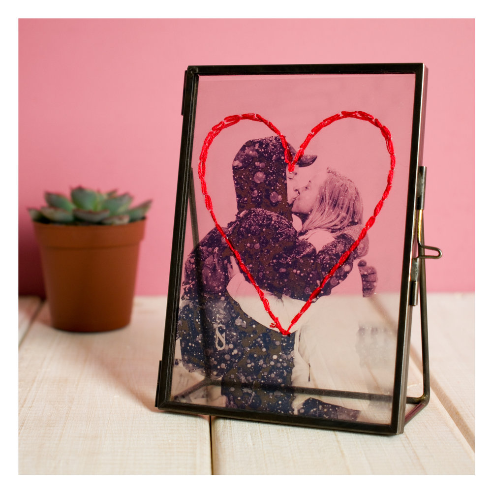 Chi-Chi-Moi-Personalised-Embroidered-Photo-Frame-For-Valentines Day-close-up.jpg