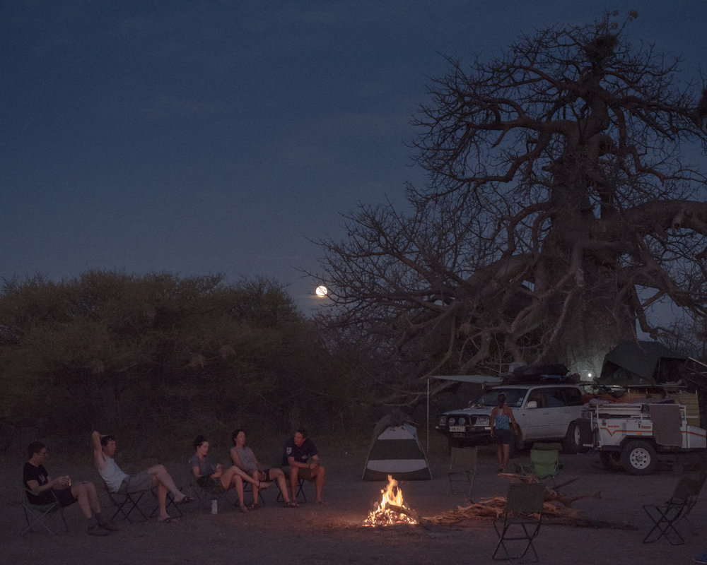 The full moon rose above wild camp at the Baobab tree, Jen enjoyed well-earned beer at the fire with James Savage, co coordinator of the trip, and other riders, before heading to bed for the 5am wake up call.