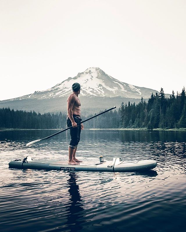 How are you spending your Saturday? Take to the lake and don't forget your @supbuddy to keep your hydration cool and close at hand. . Incredible shot of #mounthood and @nathan_bataille by @von_zastrow . . . #SUPbuddy #SUP #standuppaddle #isup #paddleboarding #mountains #lake #getoutside #pnw #upperleftusa #pacificwonderland #hoodriver #oregon #suporegon #neverpaddlealone #alwaysbringyoursupbuddy