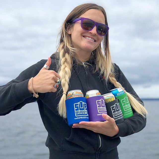 All Buddys on deck with @maddiechadwick_ 🤙🏼 she knows - never paddle alone, always bring your #SUPBuddy! . . . #mondayfunday #sup #isup #themorethemerrier #cheers #standuppaddleboard #paddle #ride #h20 #hoodriver #oregon #getoutside #adventure