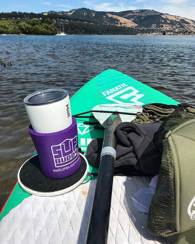 No better way to spend a 102 degree day ☀️🏄🏼‍♀️🌊 #SUPBuddy . . . #sunsoutsupsout #popthetop #hoodriver #oregon #sup #isup #columbiariver #riverdays #standuppaddleboard #neverpaddlealone #alwaysbringyoursupbuddy #yewww