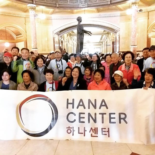 Spent the day in Springfield, IL at the State Capitol with @hanacenterchicago and other great pro-immigrant organizations for Asian American Action Day! Over 300 AAPIs congregated to let their reps know what their communities need. Amazing !! 😄
