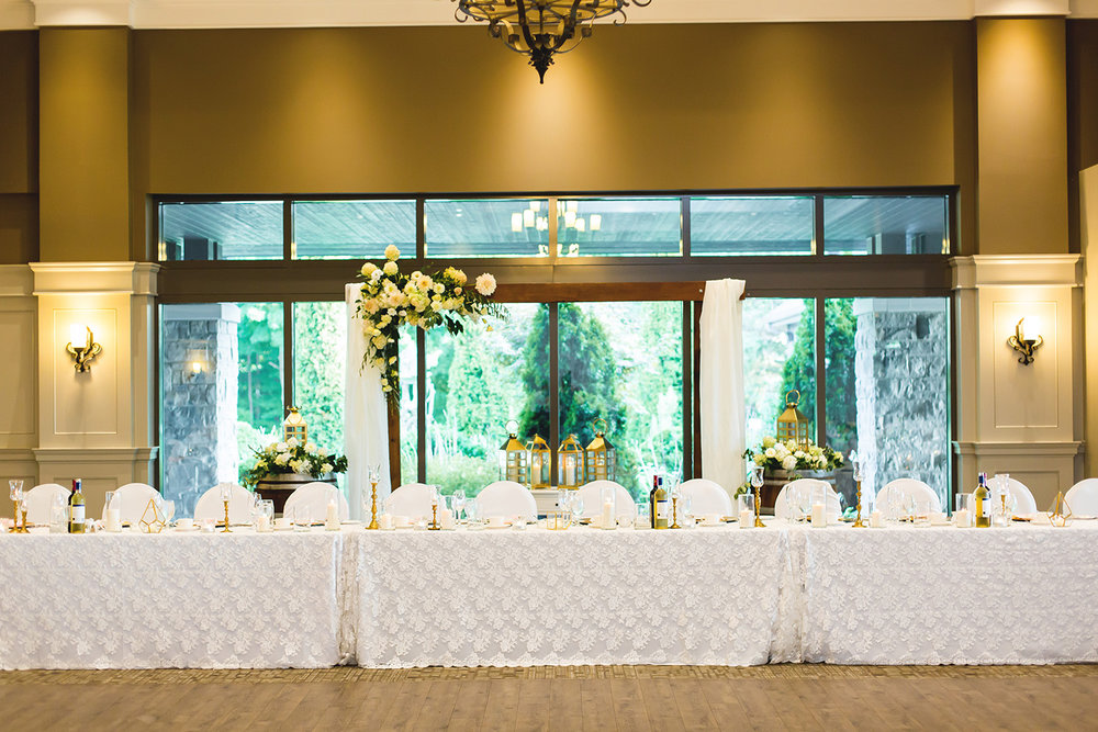 Natural Wooden Head Table decor