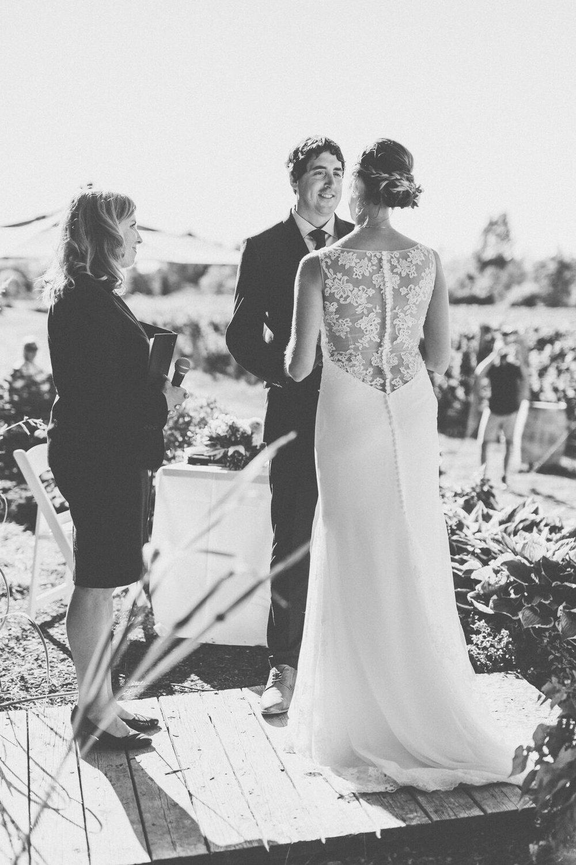 Niagara-on-the-Lake Wedding Officiant - spunkysapphire.com