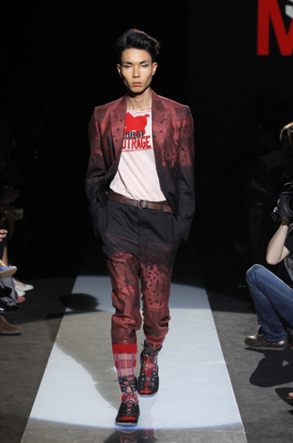 https://www.viviennewestwood.com/sites/default/files/styles/catwalk_swiper/public/MAN_SS15_Catwalk_Imagery_LowRes_006.JPG?itok=7ySRUdmq