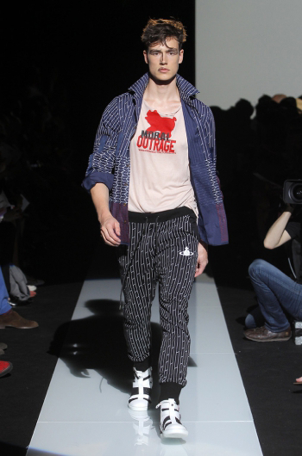 https://www.viviennewestwood.com/sites/default/files/styles/catwalk_swiper/public/MAN_SS15_Catwalk_Imagery_LowRes_034.JPG?itok=N958MKRz