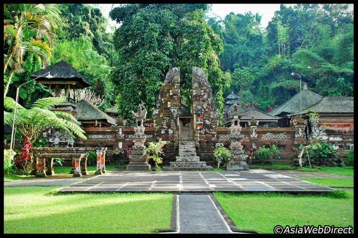Gunung Kawi Sebatu Temple - Gunung Kawi Sebatu Temple, locally referred to as Pura Tirta Dawa Gunung Kawi Sebatu, is a special find for visitors to Central Bali. It is one of the least visited temple complexes on the island Bali, yet is one of the most beautiful and tranquil. It features verdant gardens around ponds filled with carp and blooming lotuses, and ancient shrines surrounded by crystal clear pools fed by natural springs.The temple complex is located within the highland village of Sebatu in Tegallalang, Gianyar, approximately 12km northeast from the main Ubud hub. Tickets are IDR 15,000 for adults and half for children...Read More