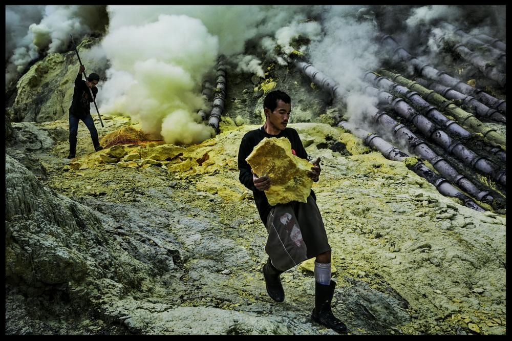 In Pictures: Mining sulphur in Indonesia - Miners brave dangerous conditions to extract minerals from one of the largest sulphuric lakes on earth.by Gembong Nusantara - 14 JAN 2014In Indonesia's East Java province, the Ijen crater is filled with one of the largest sulphuric lakes on the planet.Here, sulphur miners brave the hazadrous environment to extract blocks of pure sulphur using simple tools.Sulphur, referred to in the Bible as