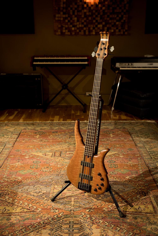 Mana Basso 5-String Custom Bass