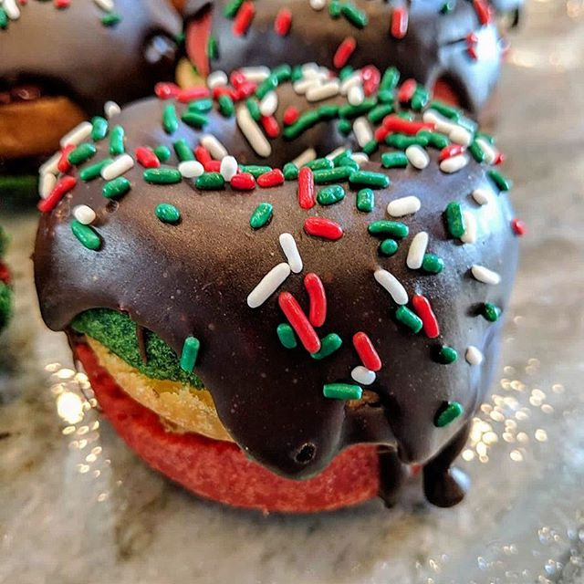 THEY'RE BACK! Italian Rainbow Cookie Donuts available today while supplies last. • • • #bergencountynj #njfoodie #foodie #cheatday #bergencounty #bergencountyeats #njeats #njbites #northjersey #jerseymunchies #donutsanddeadlifts #donutsofinstagram