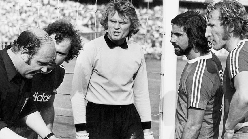 Sepp Maier (Center) with Gerd Muller and Hans Georg Schwarzenbeck