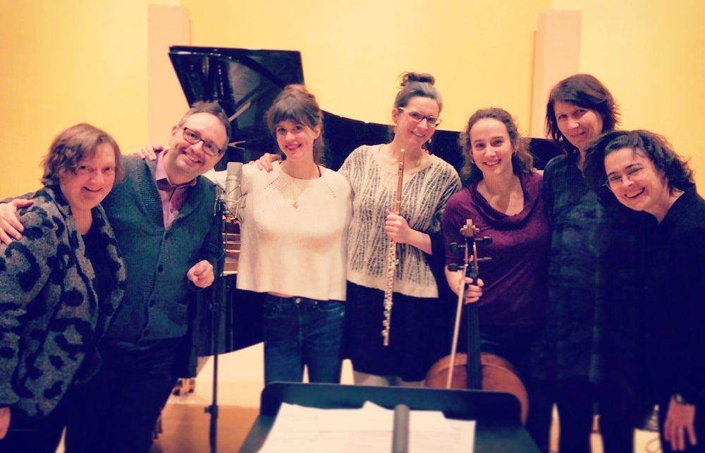 Tanzer lieder d'Ana Sokolovic - En janvier dernier, Florie enregistre avec l'Ensemble contemporain de Montréal et le pianiste Martin Dubéle cycle des Tanzer lieder de la compositrice serbo-canadienne de renommée internationale Ana Sokolovic. Le disque dédié aux oeuvres de la compositrice sortira sous l'étiquette Atma Classique et est prévu pour l'automne 2019. Il s'agit de la deuxième collaboration pour Florie avec la compositrice. À l'été 2015, elle chantait le rôle titre de son Opéra a capella pour 6 voix de femmes,Svadba, au Festival d'Aix-en-Provence.En apprendre plus sur Ana Sokolovic.29.01.2018