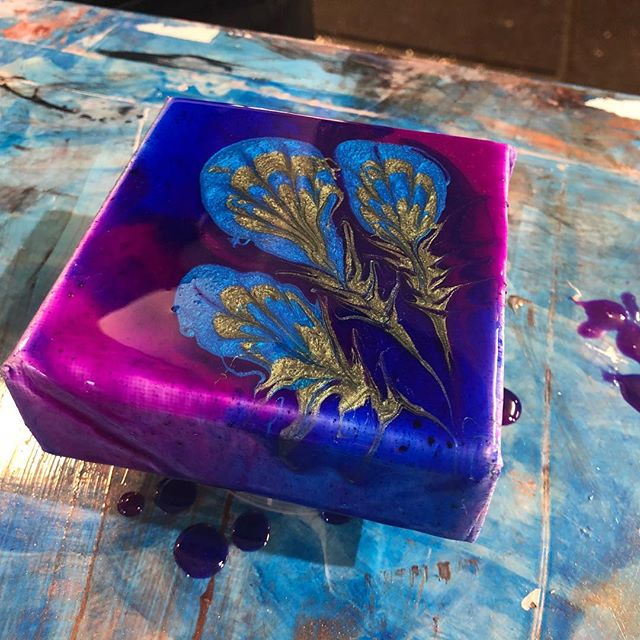 A creation from today's Resin Art Workshop with @nfnitydsgn . . . . #resinart #resinworkshop #perthartists #artistworkshops #perthart #resinartist #resinartperth