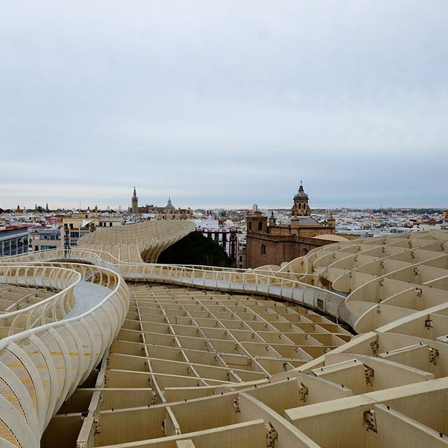 #tbt to earlier this year, at the Metropol Parasol in Seville, Spain ... the largest wooden structure in the world. The design was by German architect Jurgen Mayer and was inspired by the Seville Cathedral vaults and nearby ficus trees. It was def a cool sight to see... and I wonder how they made it 😮🤔 worlds largest #xcarve? 😄 #metropolparasol #metropolparasolseville #largestwoodenstructureintheworld #sevillecathedral