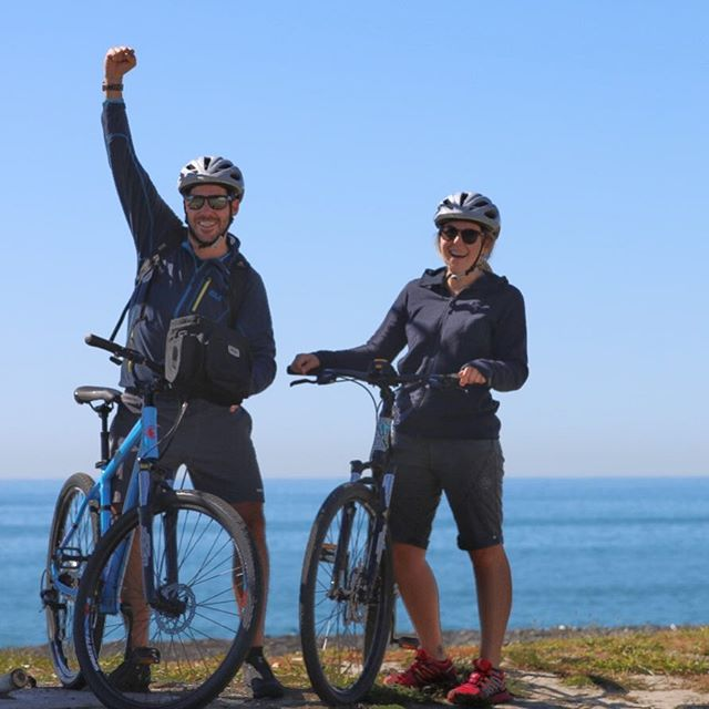 A couple from Europe delighted to cycle @hawkesbaytrails no mountains here just well groomed cycle trails with plenty to see and do. #lovecycling #lovetheride #cycledownunder #hawkesbaynz #rentabike #fishbiker #cycletogether