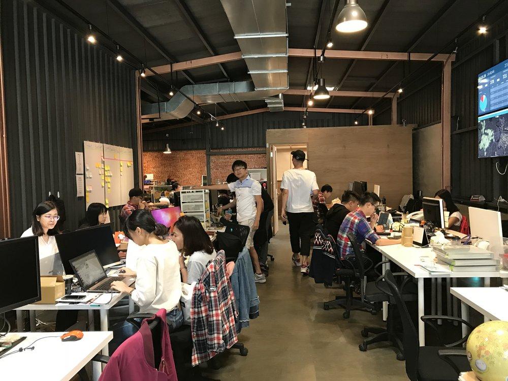 WeMo Scooter 的團隊年輕有活力,辦公室的氛圍更是新創感十足。