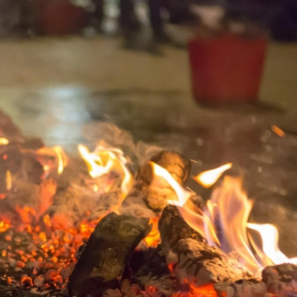 teambuilding winter - winterproof - walk on fire.png