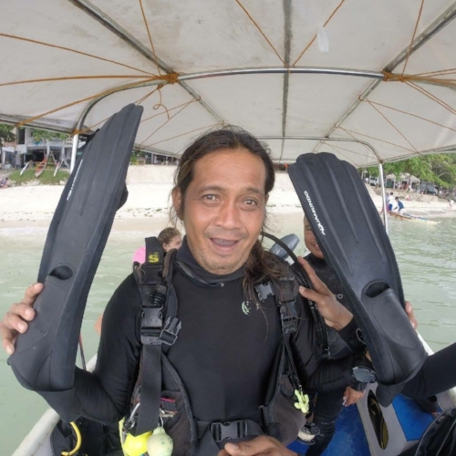 "LutoyDive Master  - Often called Jack Sparrow, Lutoy has been working as a Divemaster since 1992 and is an excellent macro spotter. He is also a ""clown"", always cracking jokes with his ""Carabao English"" humor, which always gives everyone a great laugh."