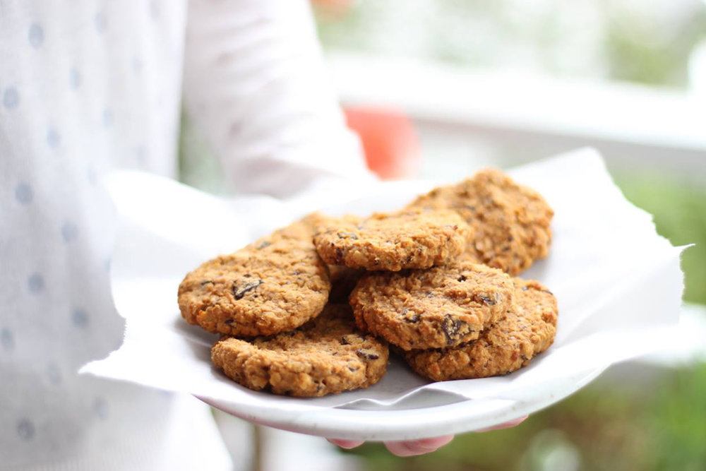 spiced peanut butter and choc chip cookies