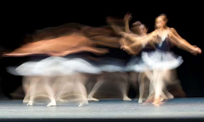 A graceful ballet dancer. Credit: Hernán Piñera. Shared under a Creative Commons license.
