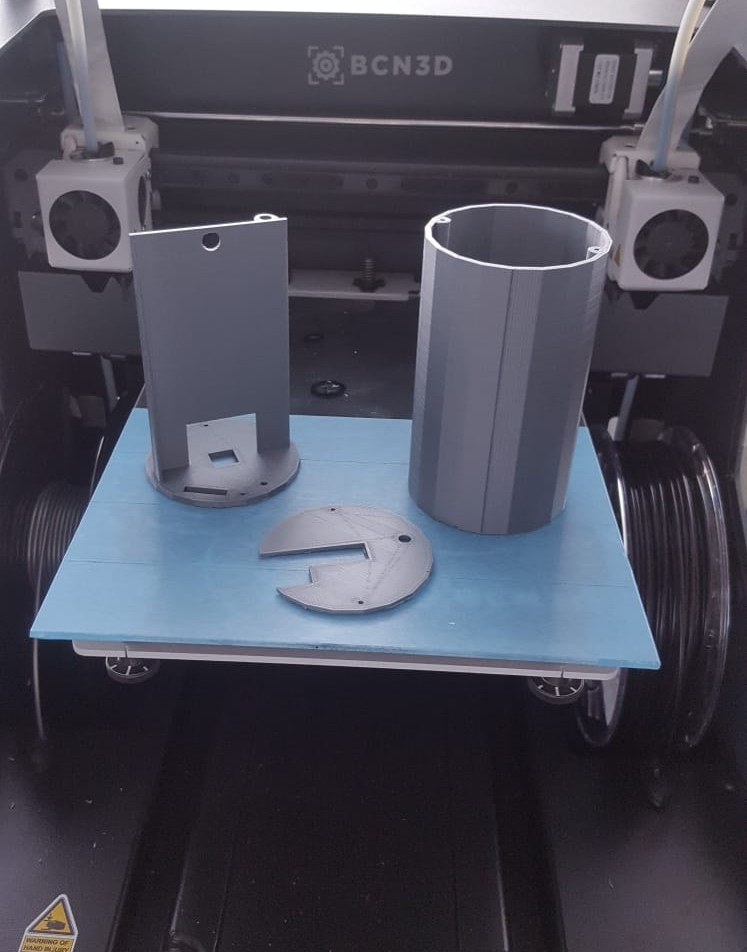 After some slight troubles with removing the prints from the surface it was printed on, we got a beautiful end result in form of a very precise chassis design!