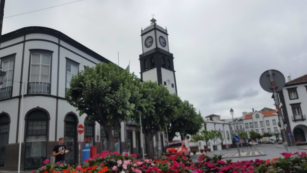 1600, local time in Azores: We finally arrived to Ponta Delgada, Azores. A large time between flights allowed us to spend some time venturing around in the beautiful city.