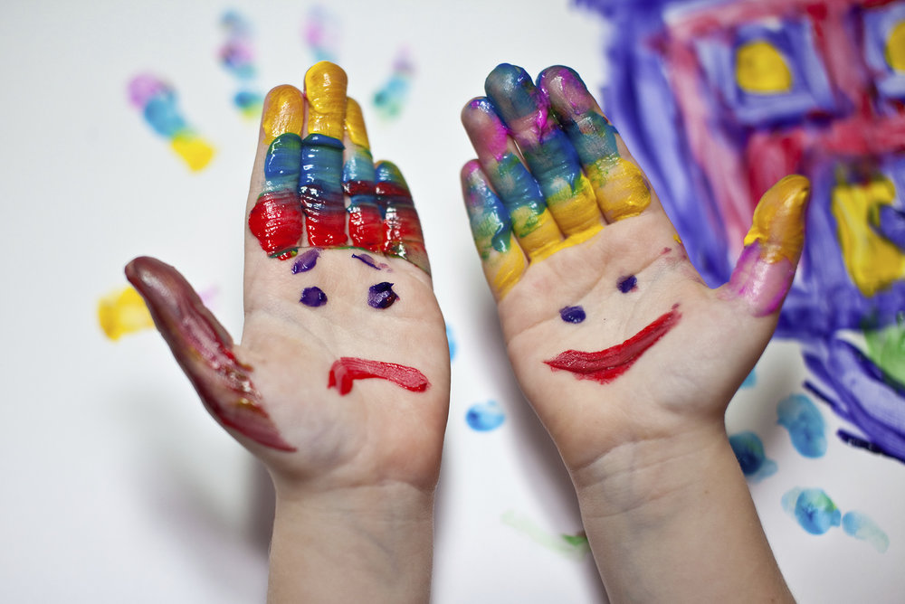 paint-hands 1920px.jpg