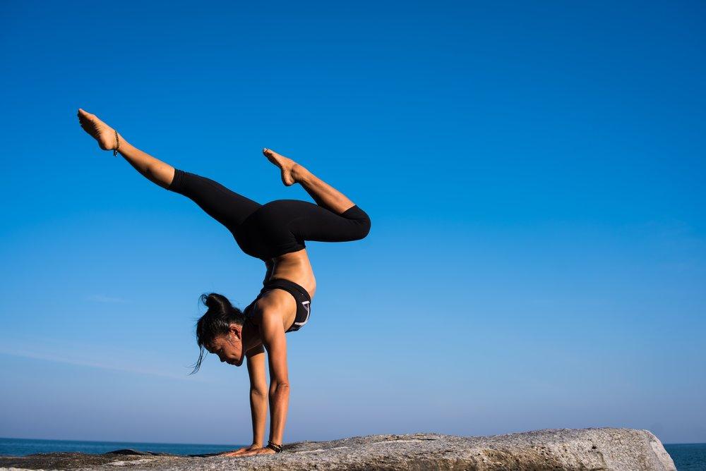 balance-girl-handstand-317155.jpg