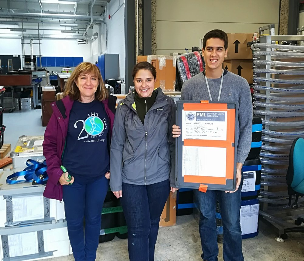 From left to right, Prof. Dr. Vanda Brotas, our scientific supervisor at MARE/Uni-Lisbon and Invited Professor at the Plymouth Marine Laboratory (PLM); Andreia Tracana and Afonso Ferreira, two young marine biologists from MARE/Uni-Lisbon. On the background are all the equipments and boxes containing lab material about to be transported to the ship.